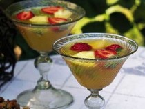 alkolsüz-tropikal-meyve-kokteyli